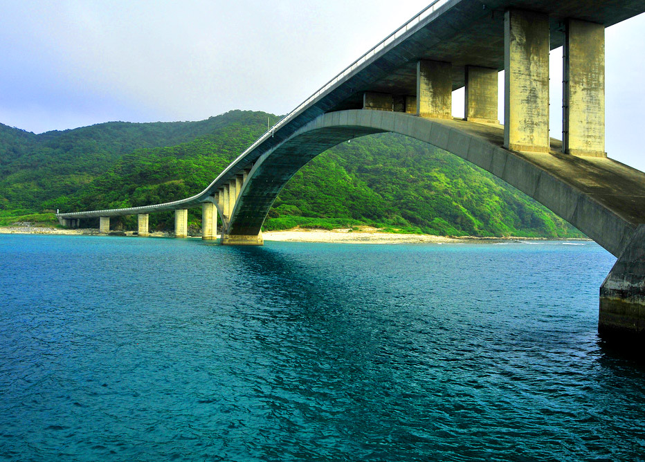 The bridge between  Aka and Geruma islands.
